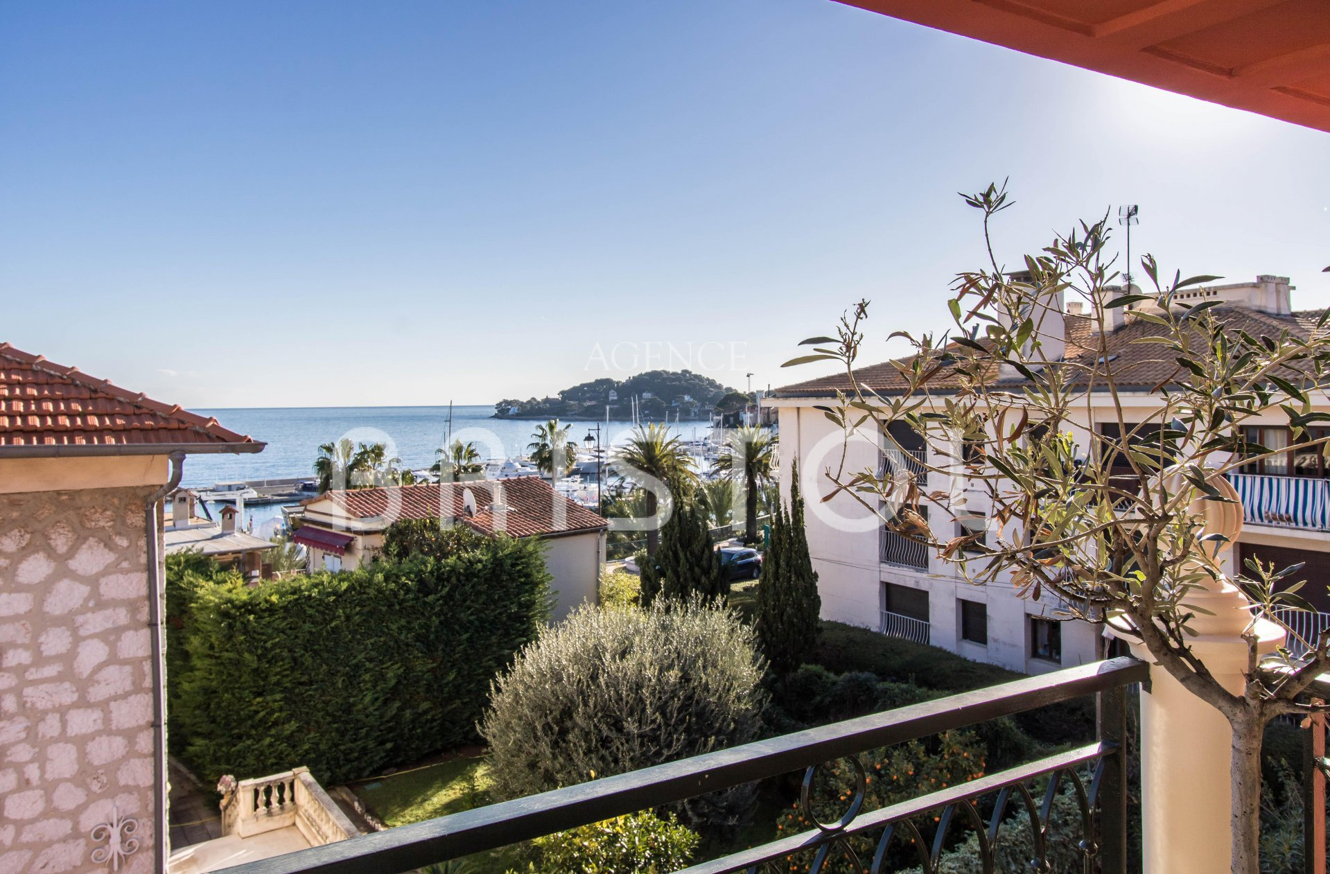 Top floor apartment for sale in Saint Jean Cap Ferrat - sea view