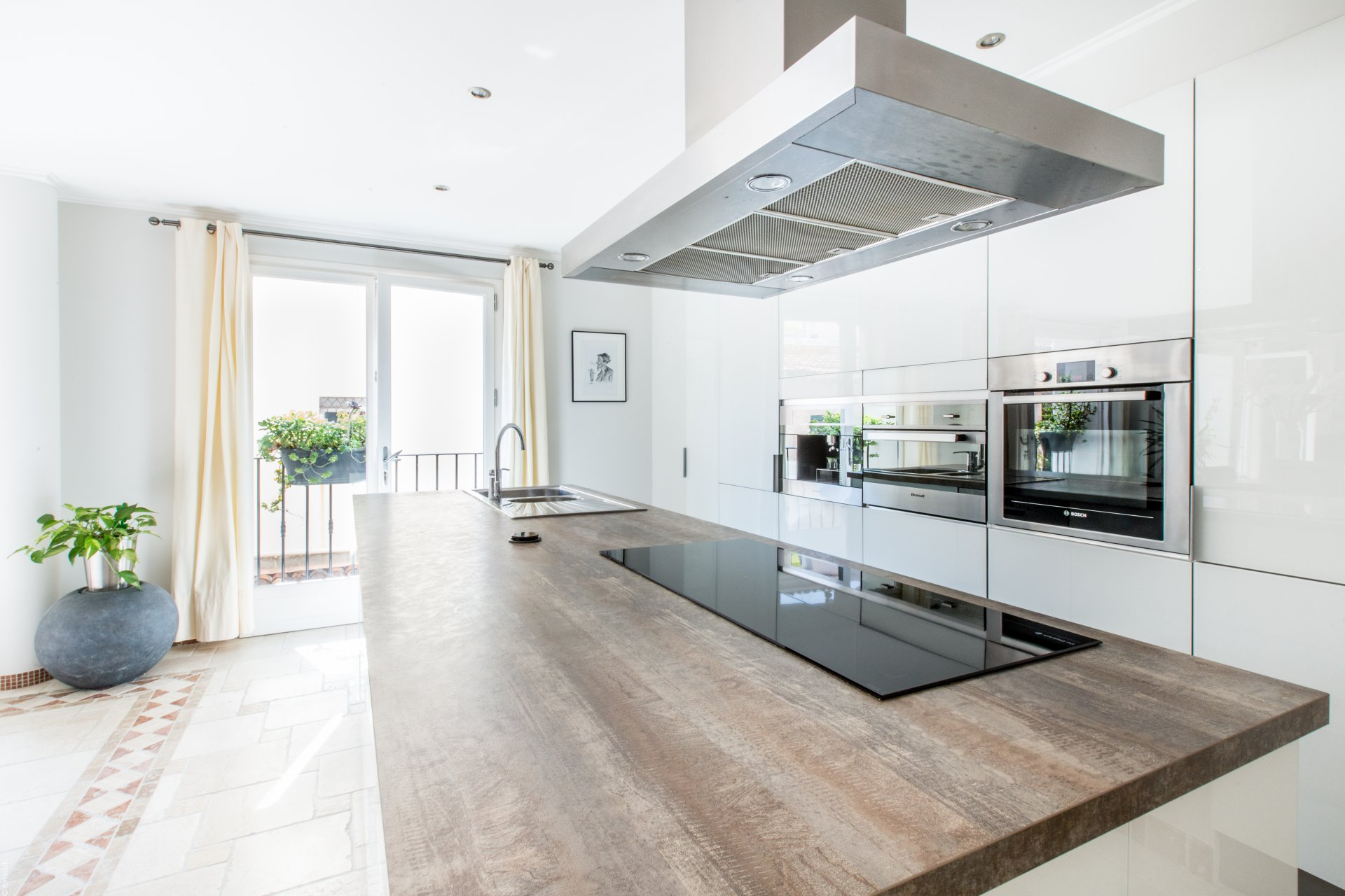 Stainless steel, natural light, kitchen island