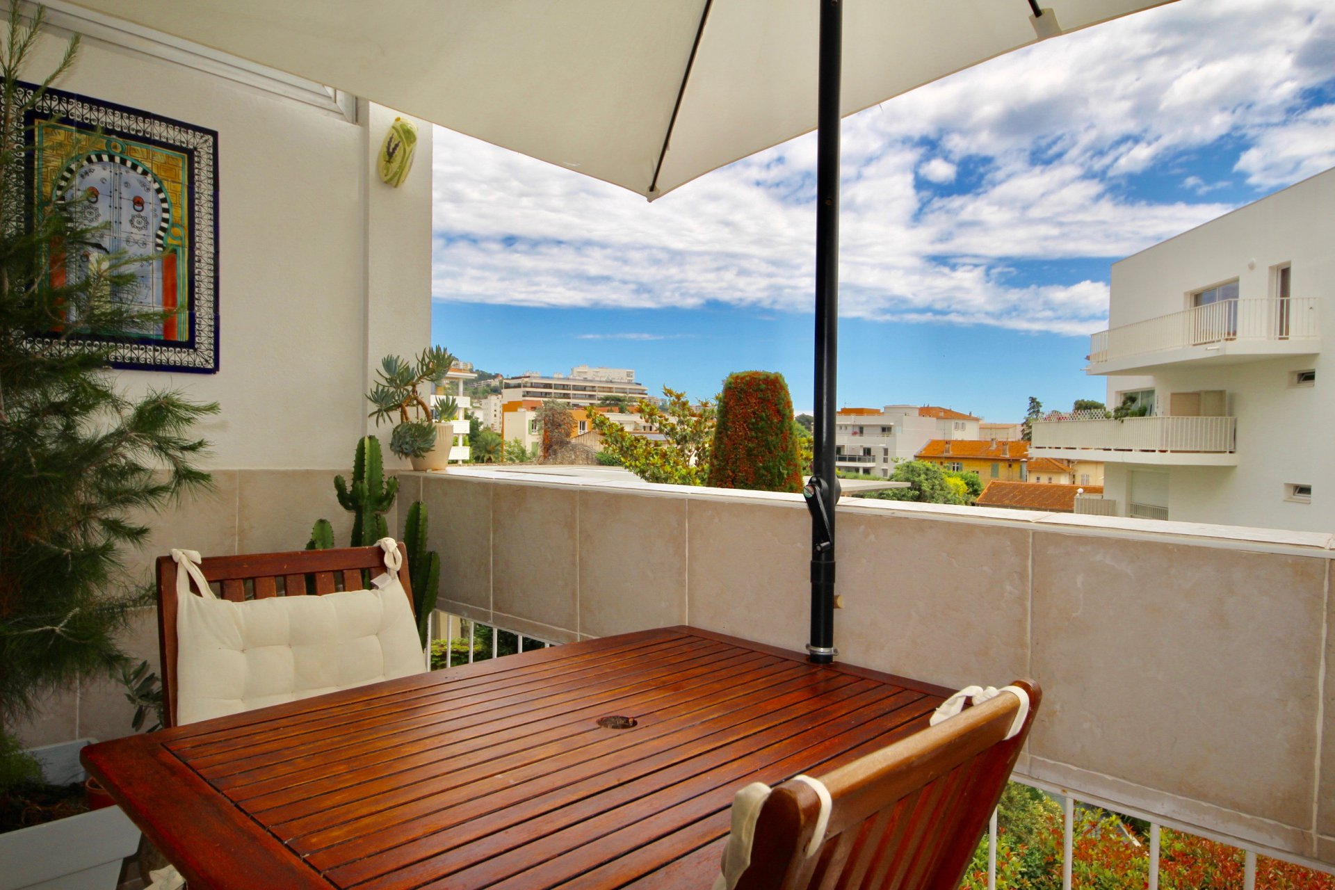 2 bedroom apartment Downtown Cannes with south terrace