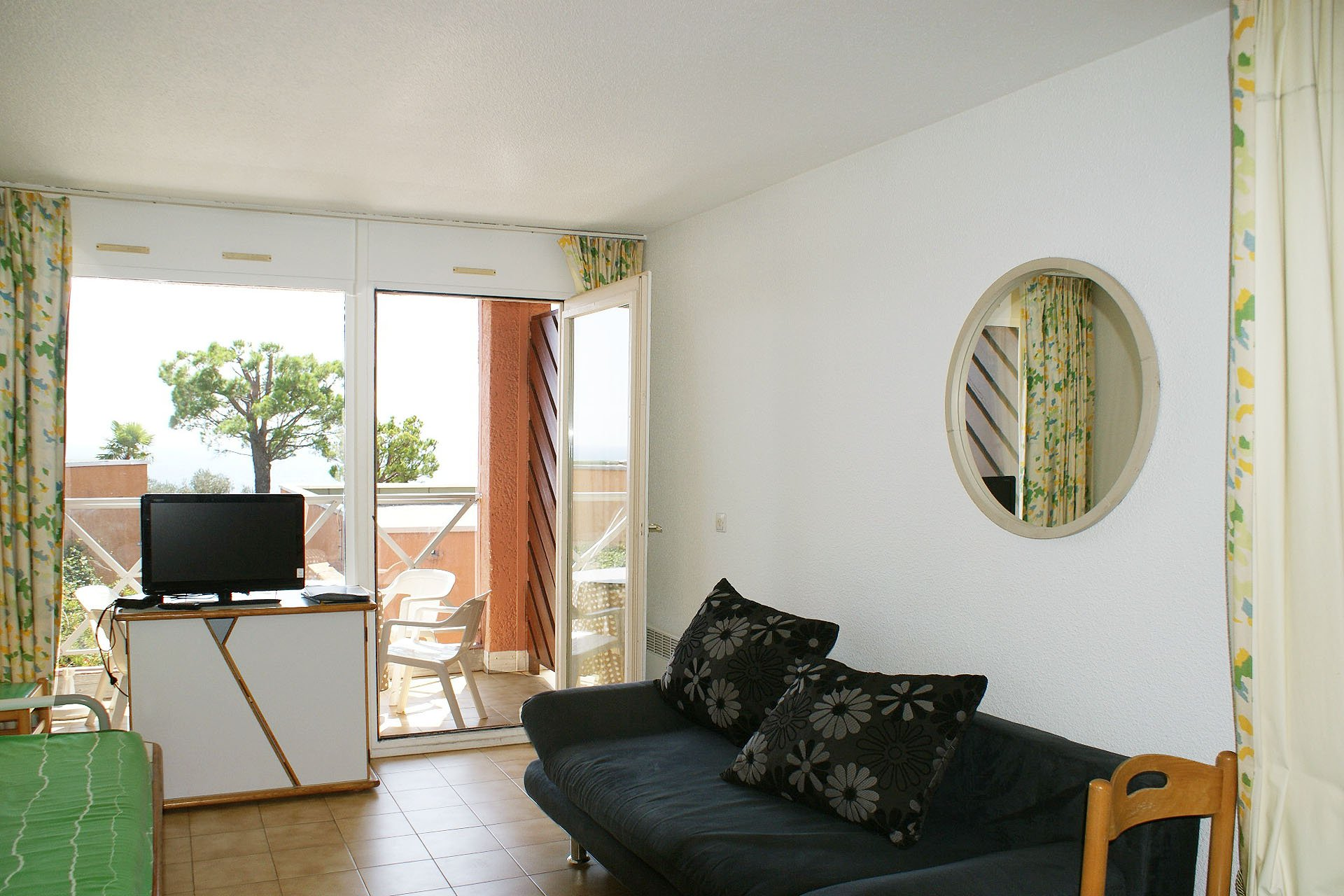 1 bedroom with nice seaview