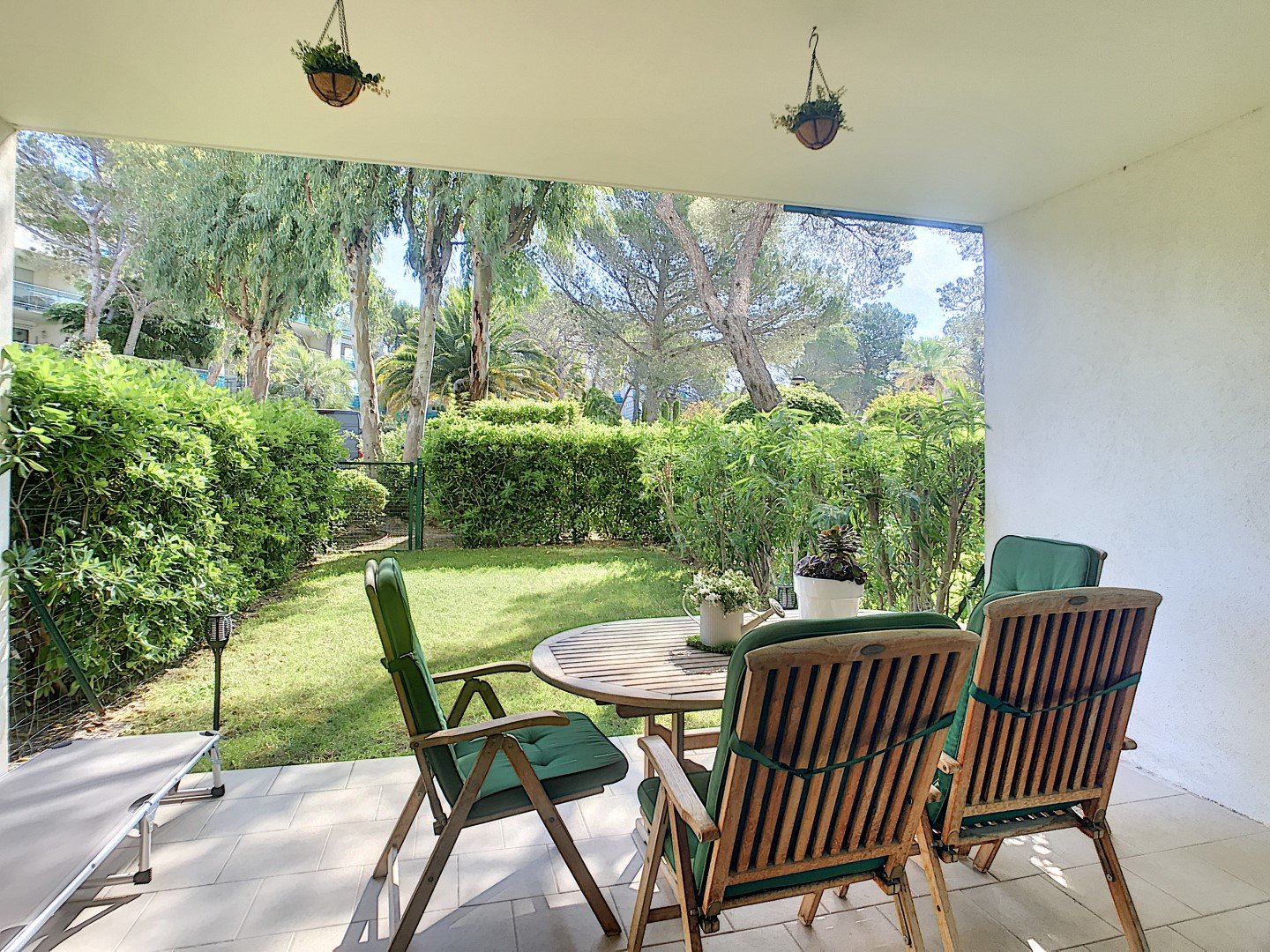Two bedrooms with garden in residence with swimming pools in Boulouris