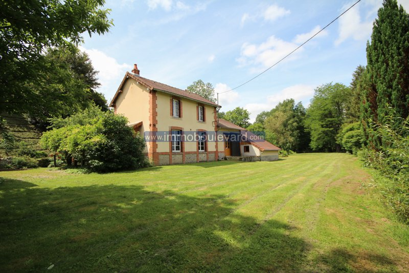 House with guest house for sale near Arleuf in the Morvan