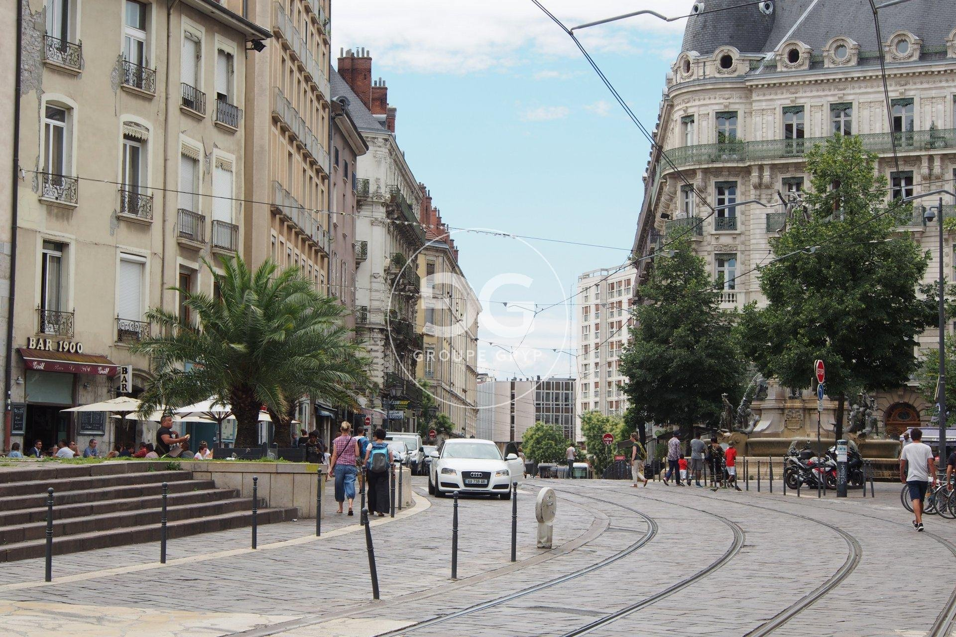 In the 'Hyper-centre' area of central Grenoble, ''Notre Dame'', 71 m²