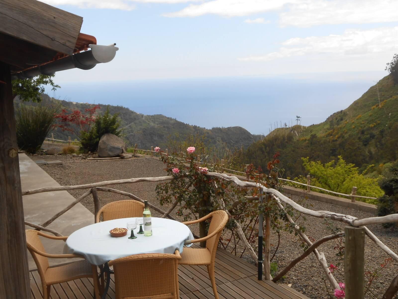 Unique à Madère, Maison et Maison d'Hôtes en Pierres Naturelles sur 2 Hectares de Terrain. Vue Panoramique sur L'Océan et les Montagnes. Ribeira Brava