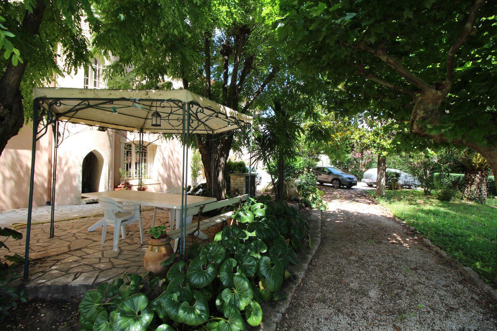 Provence Verte, Château médiéval à 30 minutes des plages