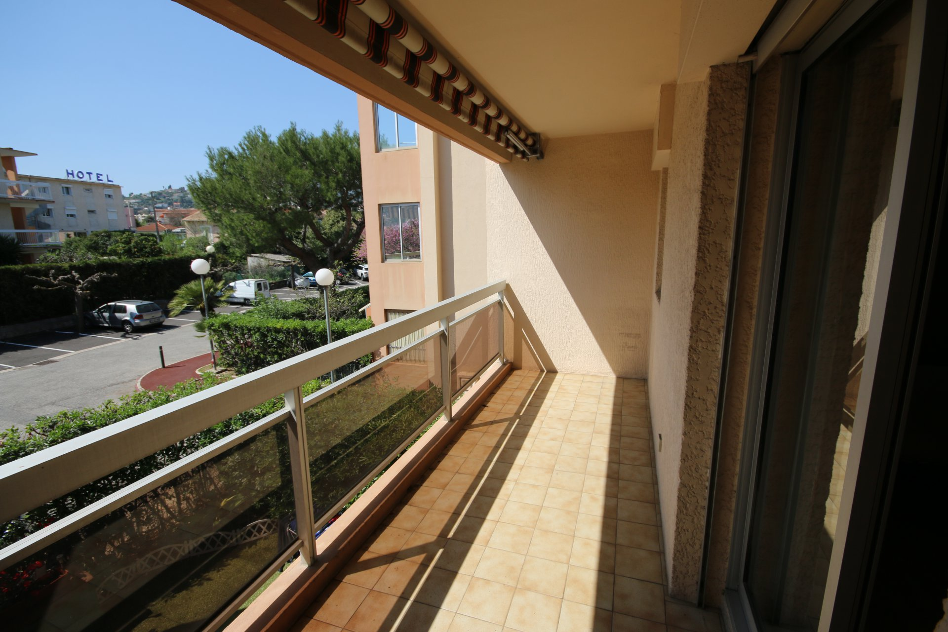 Vendu : Agréable 2 pièces avec terrasse et parking, proximité mer