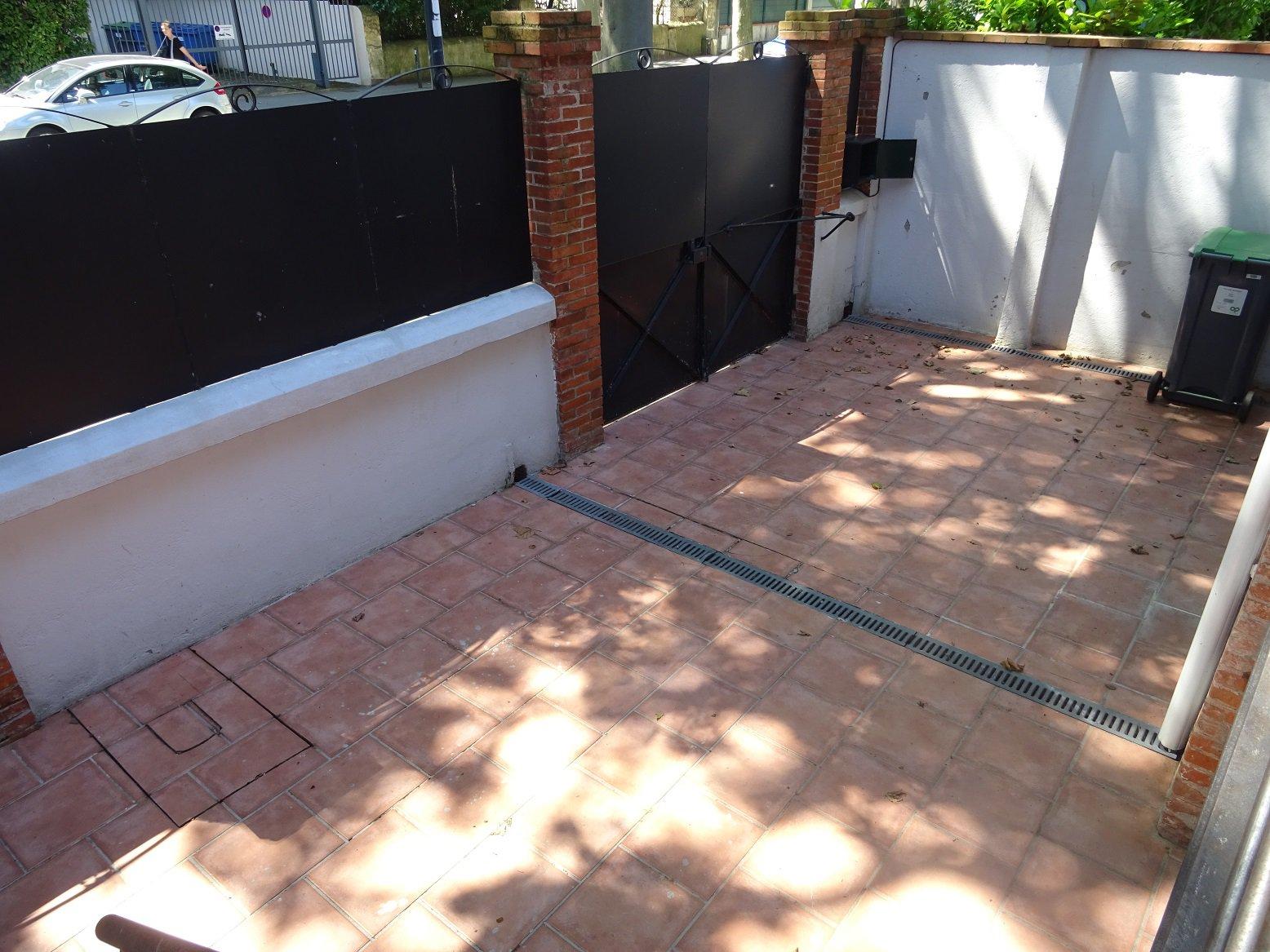Busca - Crampel, Maison de 170 m² avec piscine et garage.