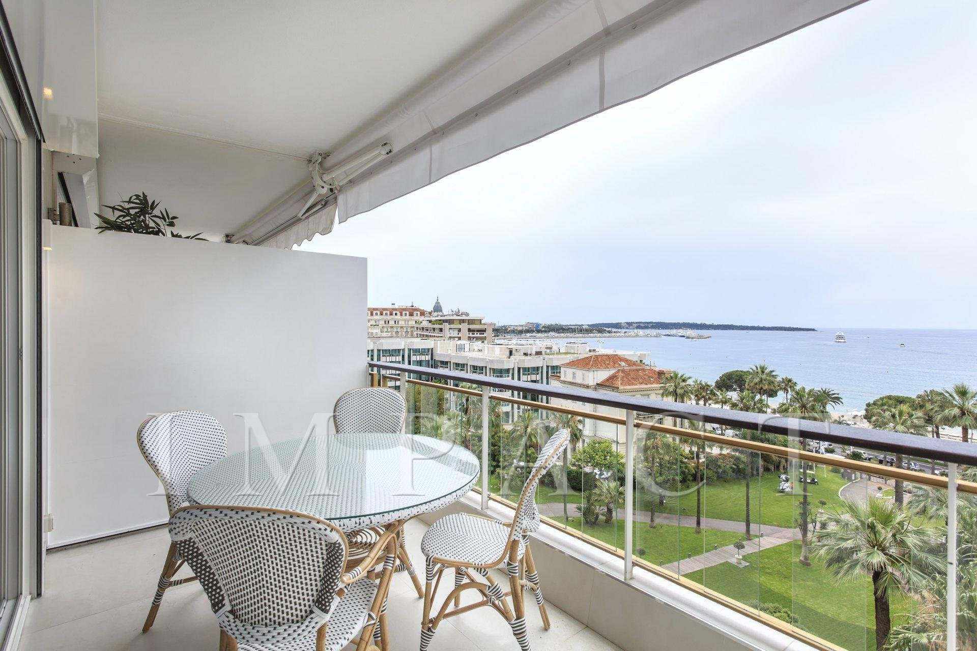 3 bedrooms apartment to rent in front of the sea, Cannes