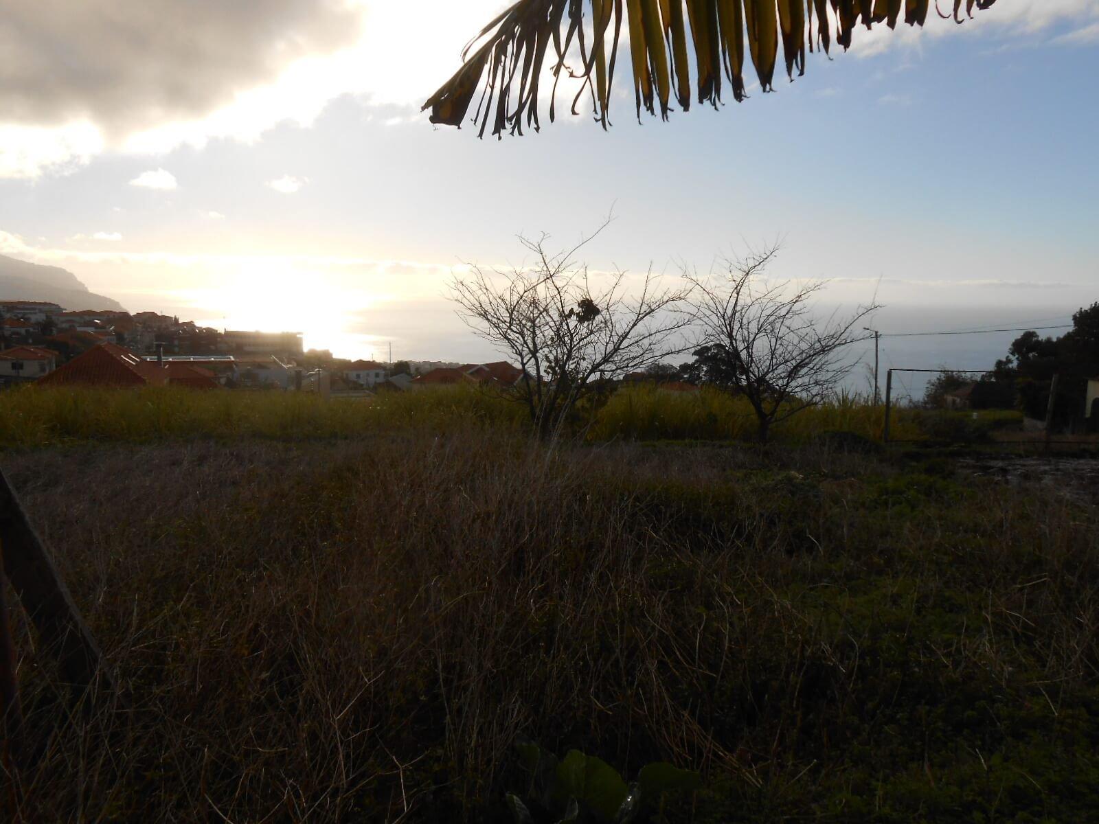 Maison Typique Maderienne T2 en Pierres Naturelles de 60m2 à Rénover, Idéal pour un Projet de Maison de Vacances avec 640 m2 de Terrain et Vue sur la Mer à Ponta do Sol.