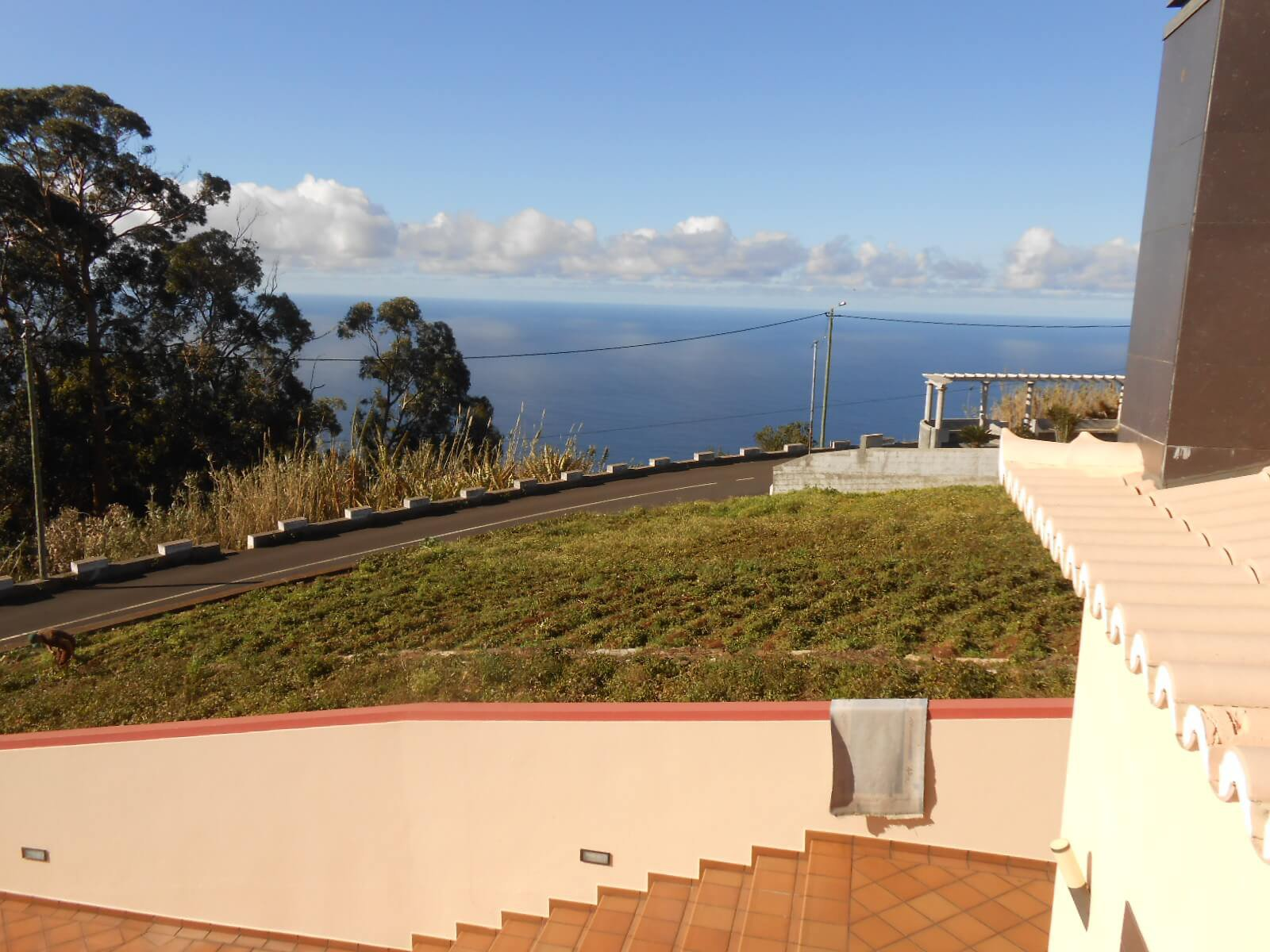 T4 Modern House with Large Swimming Pool, Garden and Nice Sea View – Ponta do Sol
