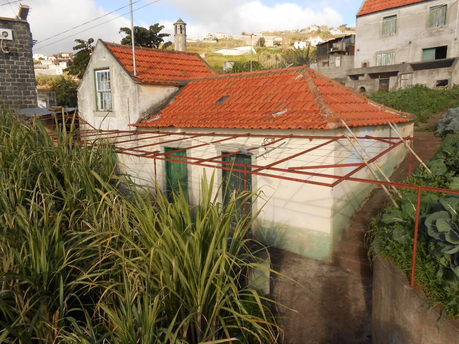 Set of 2 T2 Houses of 50m2 to Renovate, Ideal for a Project of Hollyday Homes with a Fantastic Sea View in Ponta do Sol.