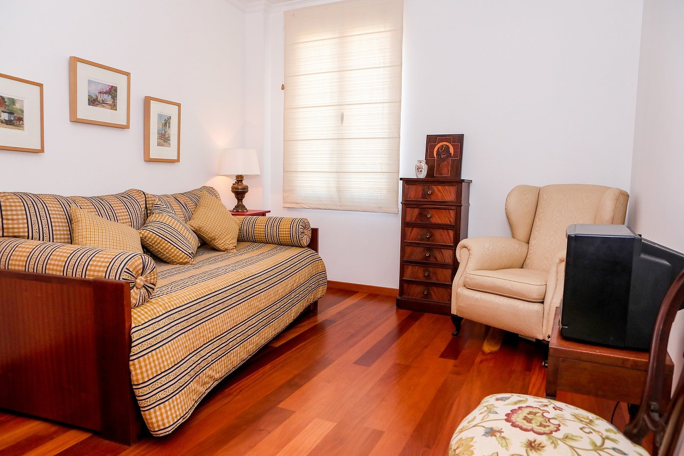 T3 Duplex Apartment with Funchal and Sea View in São Pedro Funchal