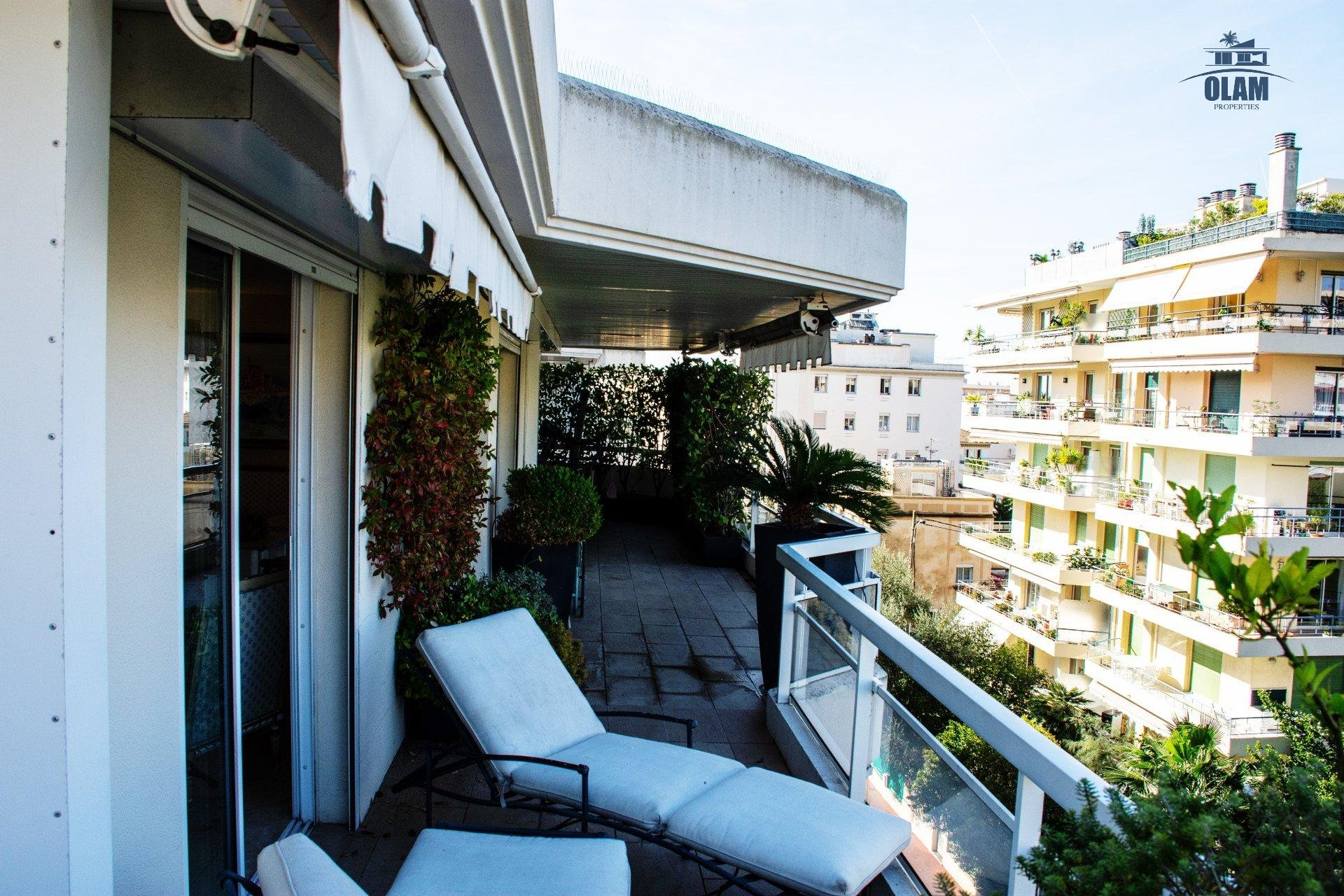 3-bedroom apartment in a luxury residence, exceptional rooftop terrace