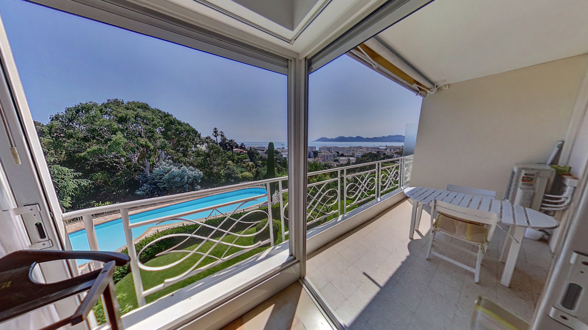 Cannes property for sale with swimming pool and sea view