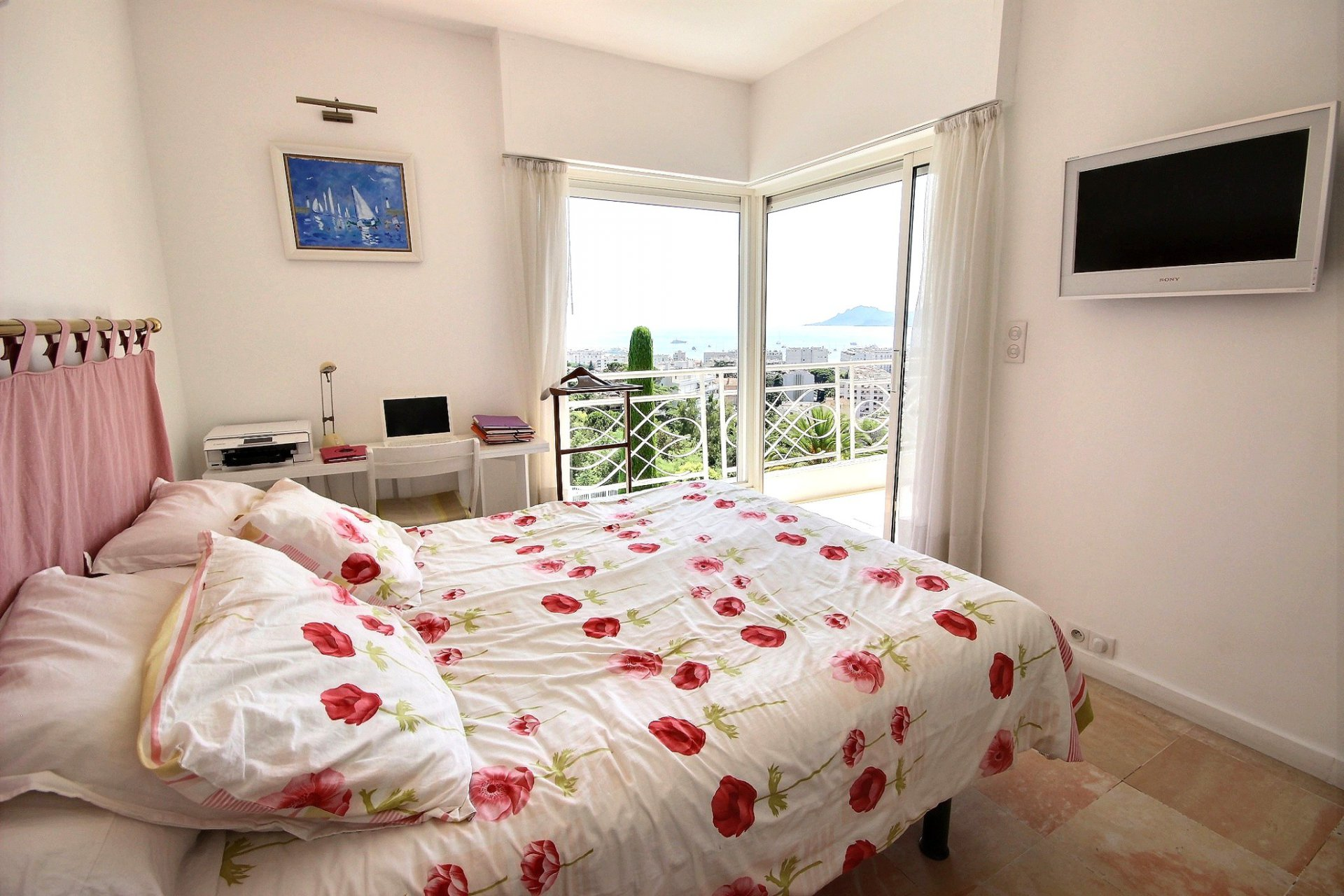 Cannes property for sale with swimming pool and sea view living room bedroom