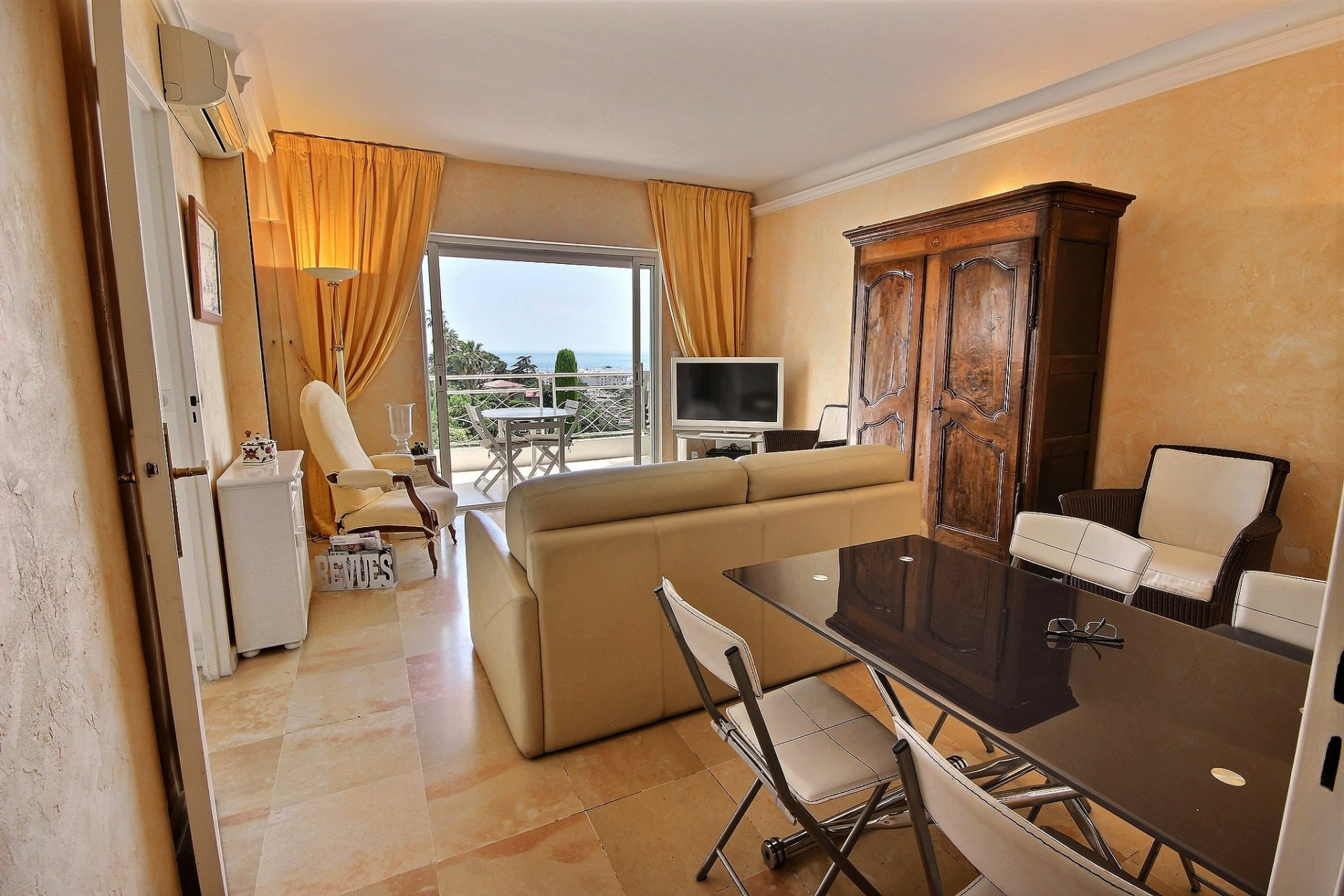 Cannes property for sale with swimming pool and sea view living room