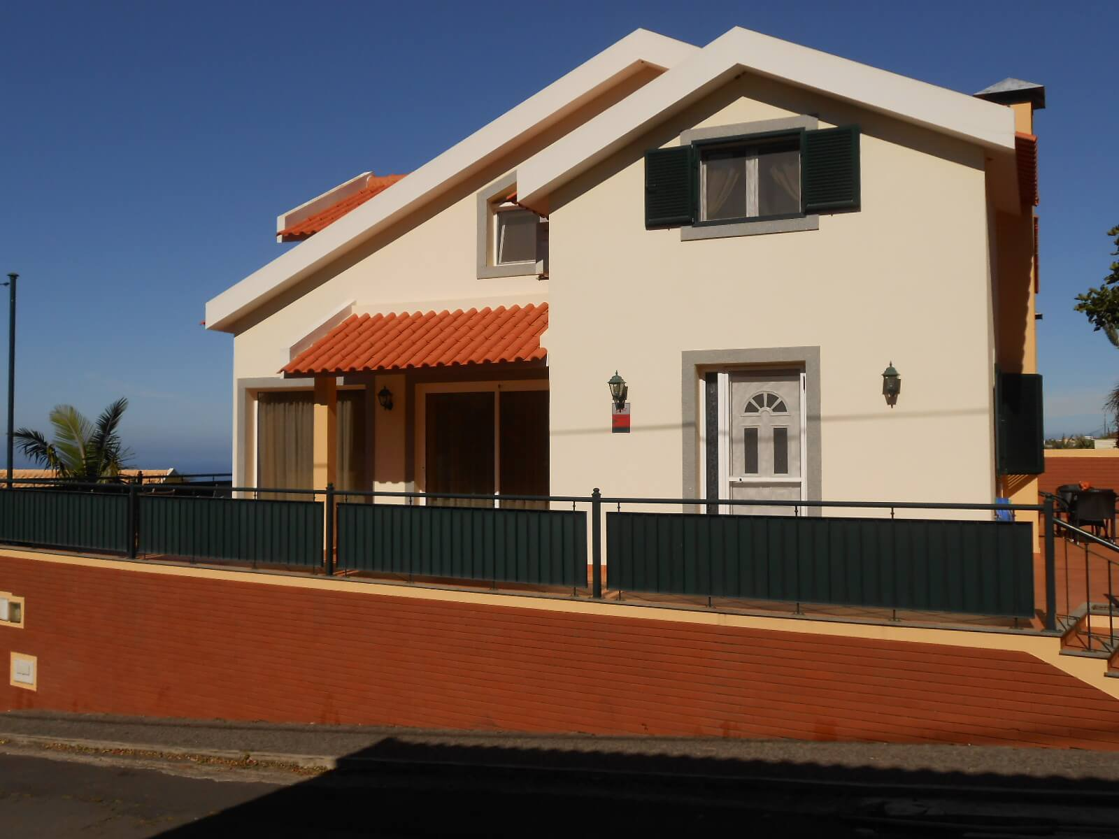 T3 Modern House with Small Garden – Ponta do Sol