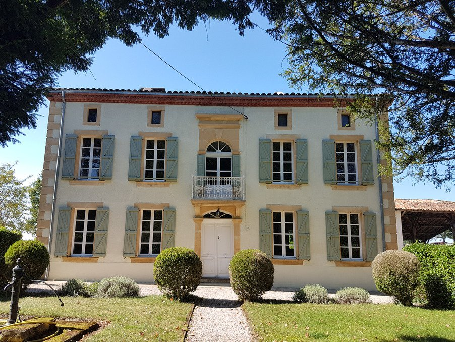 Superb Mansion  near L'isle en Dodon with guest house and pool