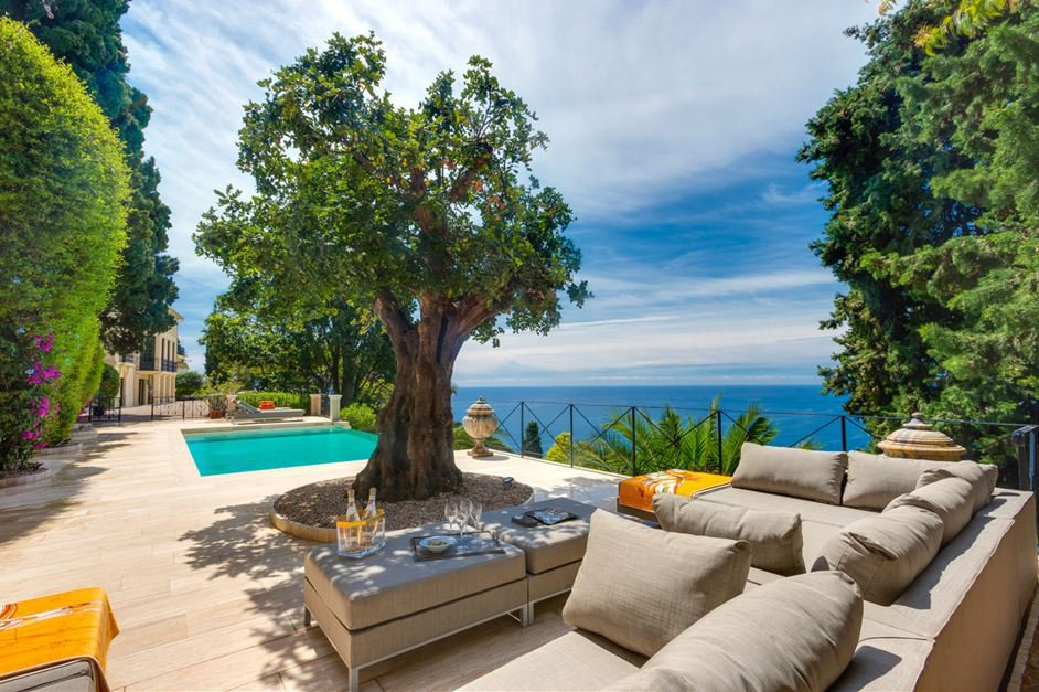 5 ***** PROPERTY WITH SEA VIEW