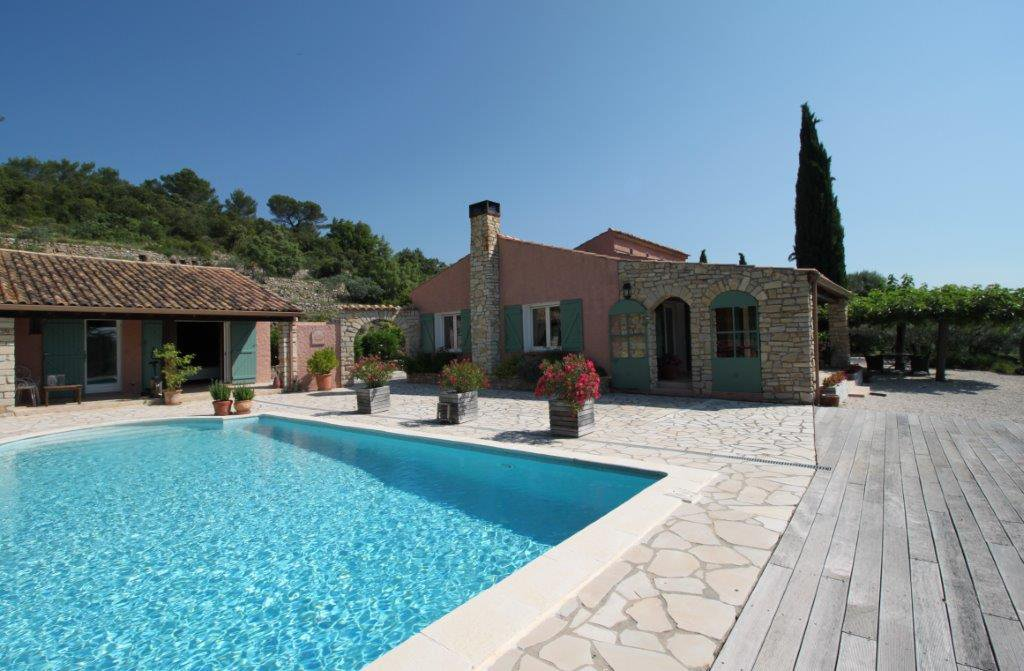 Cotignac: very quiet, villa with pool and stunning views!