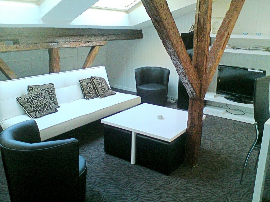 PLACE DUPUY - T2 meublé