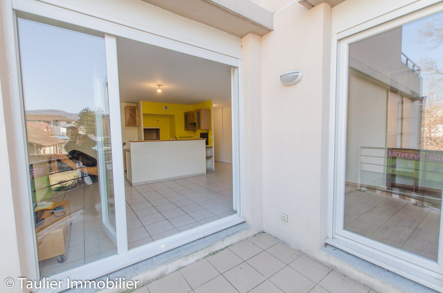 T2 avec balcon, cave et garage