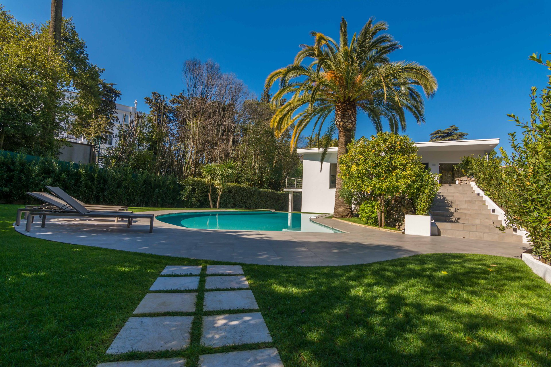 CANNES BENEFIAT CONTEMPORARY HOUSE 260M²