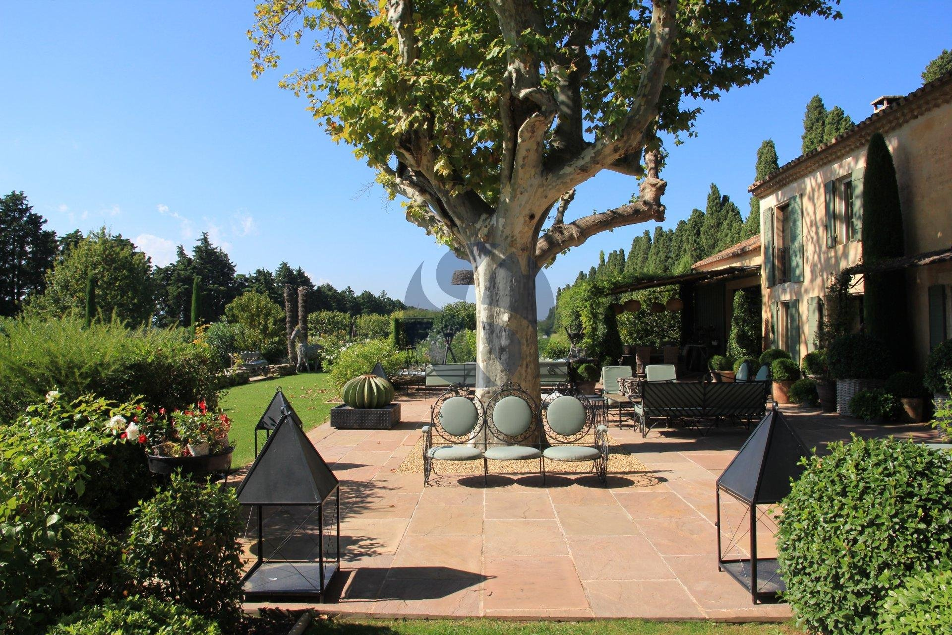 Wonderful provençal mas in Alpilles