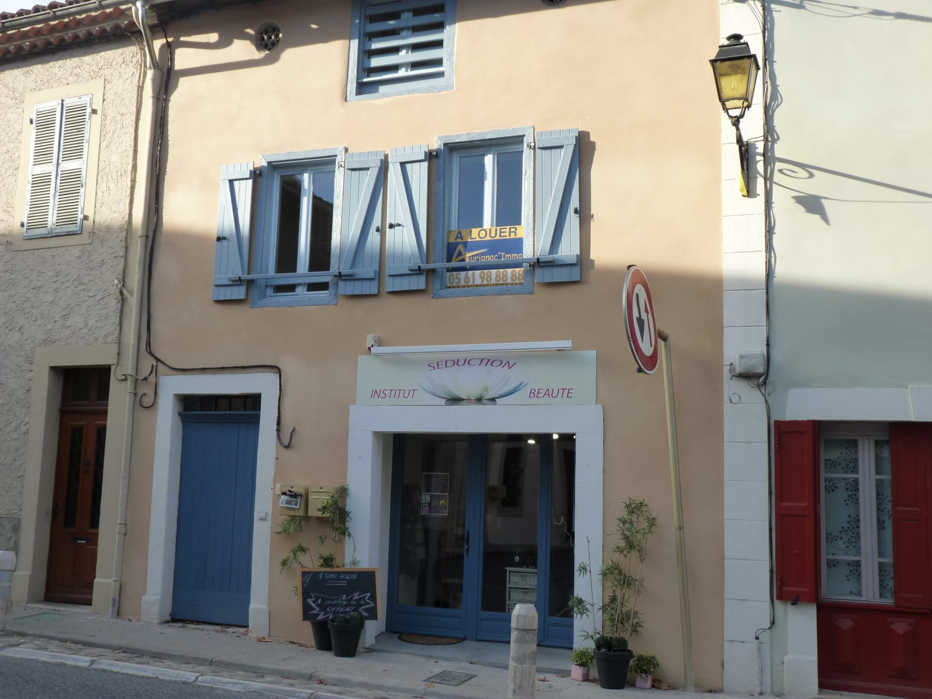 LOCAL  à AURIGNAC