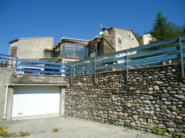Villa d'environ 284 m² habitables avec piscine sur 2950m² de terrain