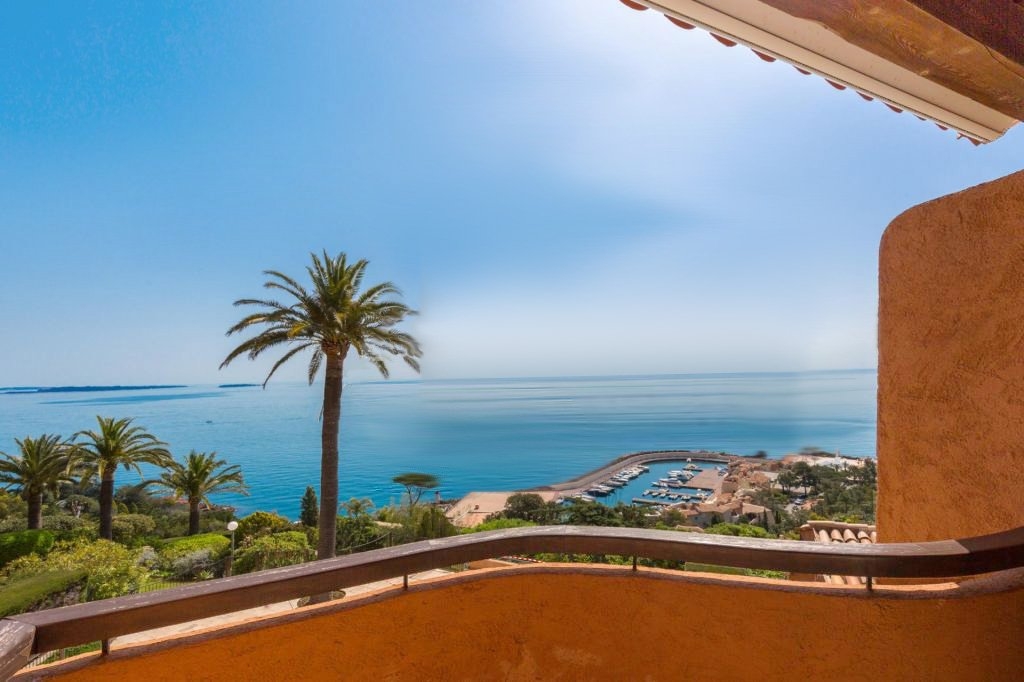 Beautiful 2-bedrooms of 80 sqm with panoramic view to the sea and the mountains