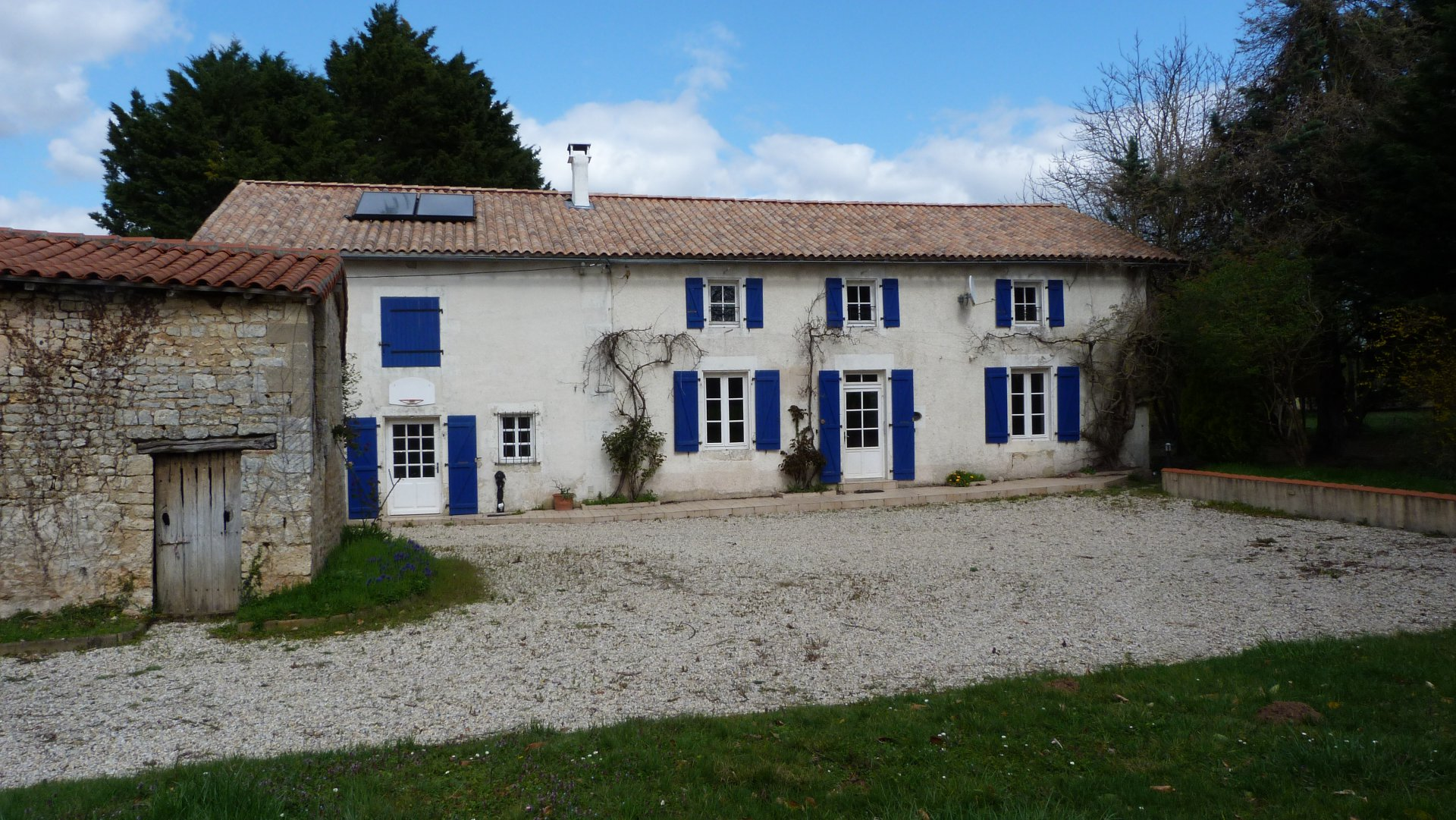 Property with house, studio and swimming-pool