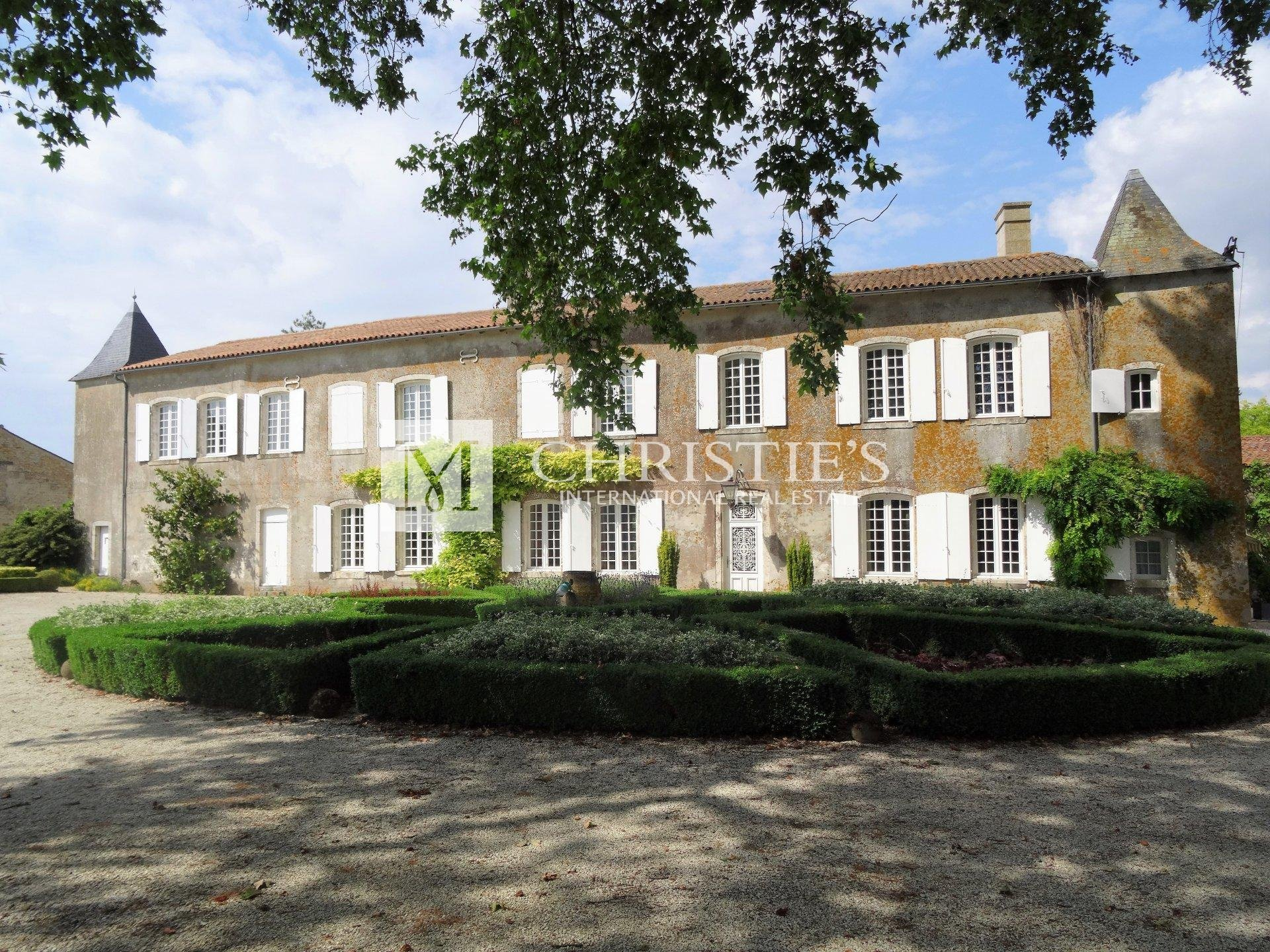 Magnifident 18th century manor house in wonderful setting
