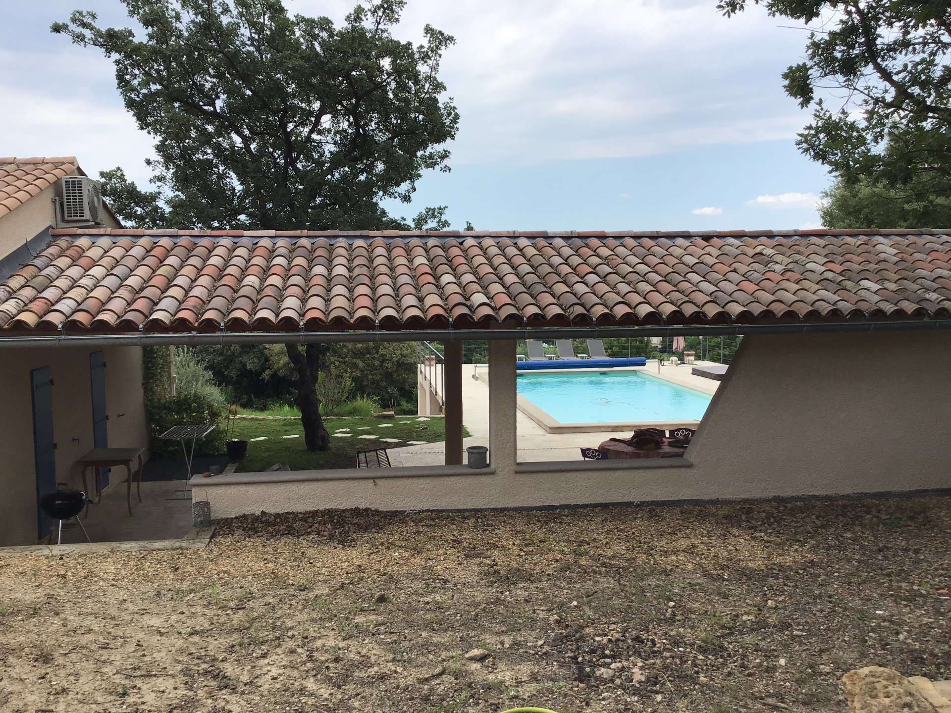 Cotignac maison contemporaine 3 chambres, studio, pool, jacuzzi, vues panoramiques.