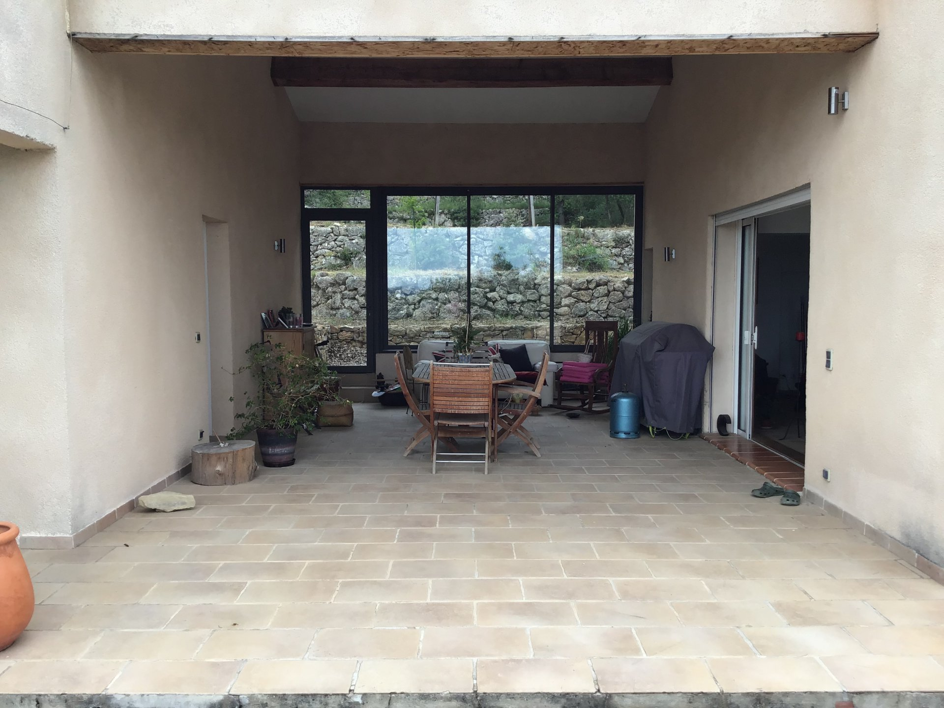 Cotignac contemporary 3 bed house, pool, jacuzzi with studio