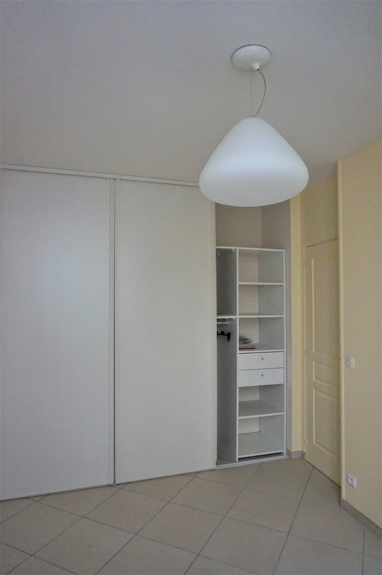 Appartement T3 entièrement renové avec bel extérieur