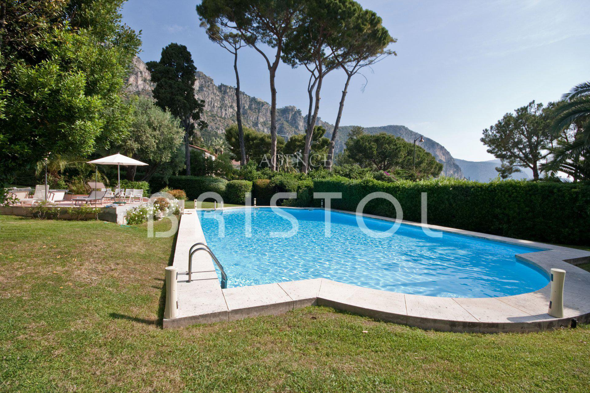 Luxury apartment for sale in Beaulieu sur Mer close to the sea