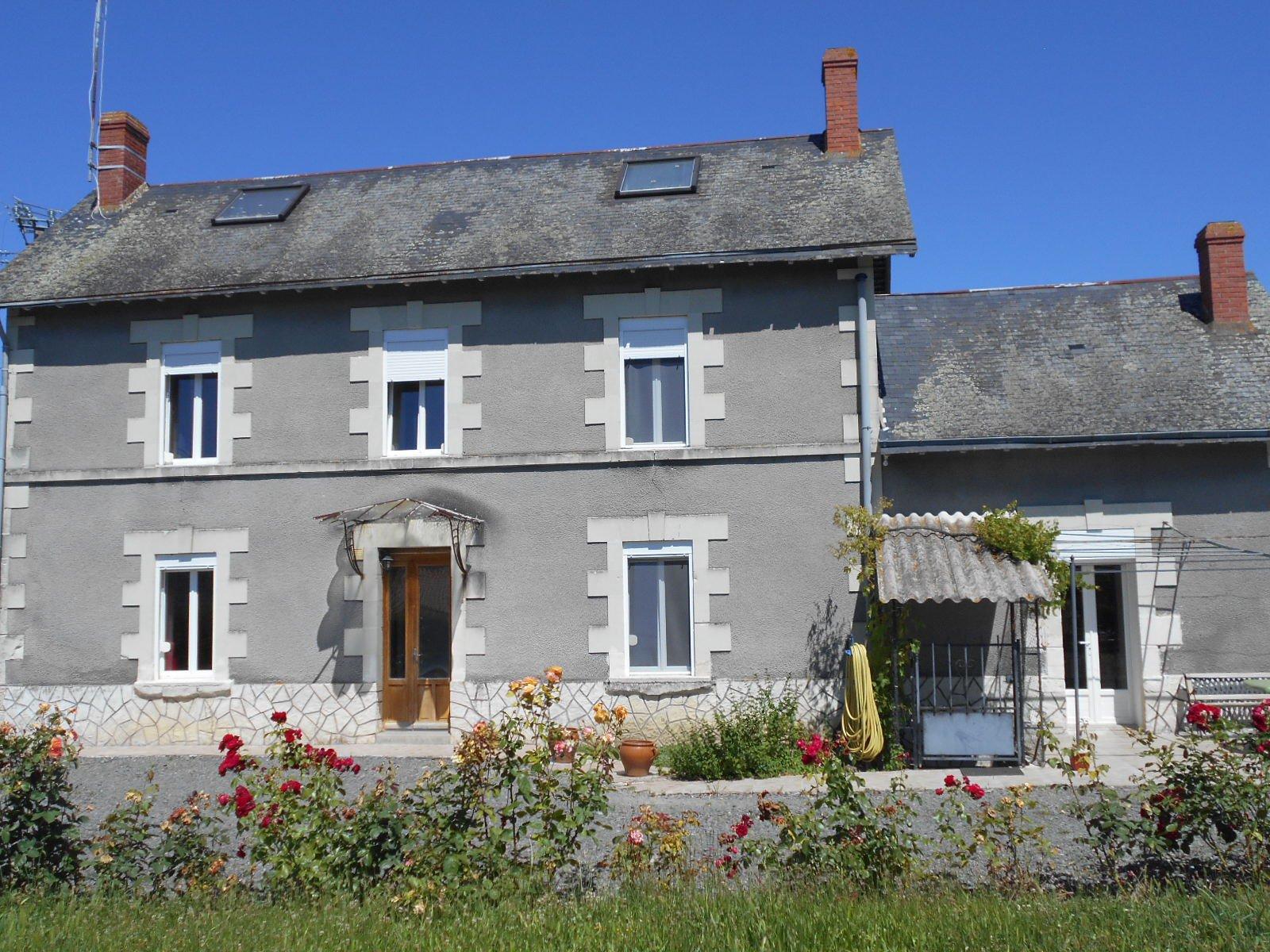 Sale House - Curçay-sur-Dive