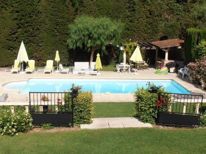 戛纳市中心普罗旺斯式花园别墅出售