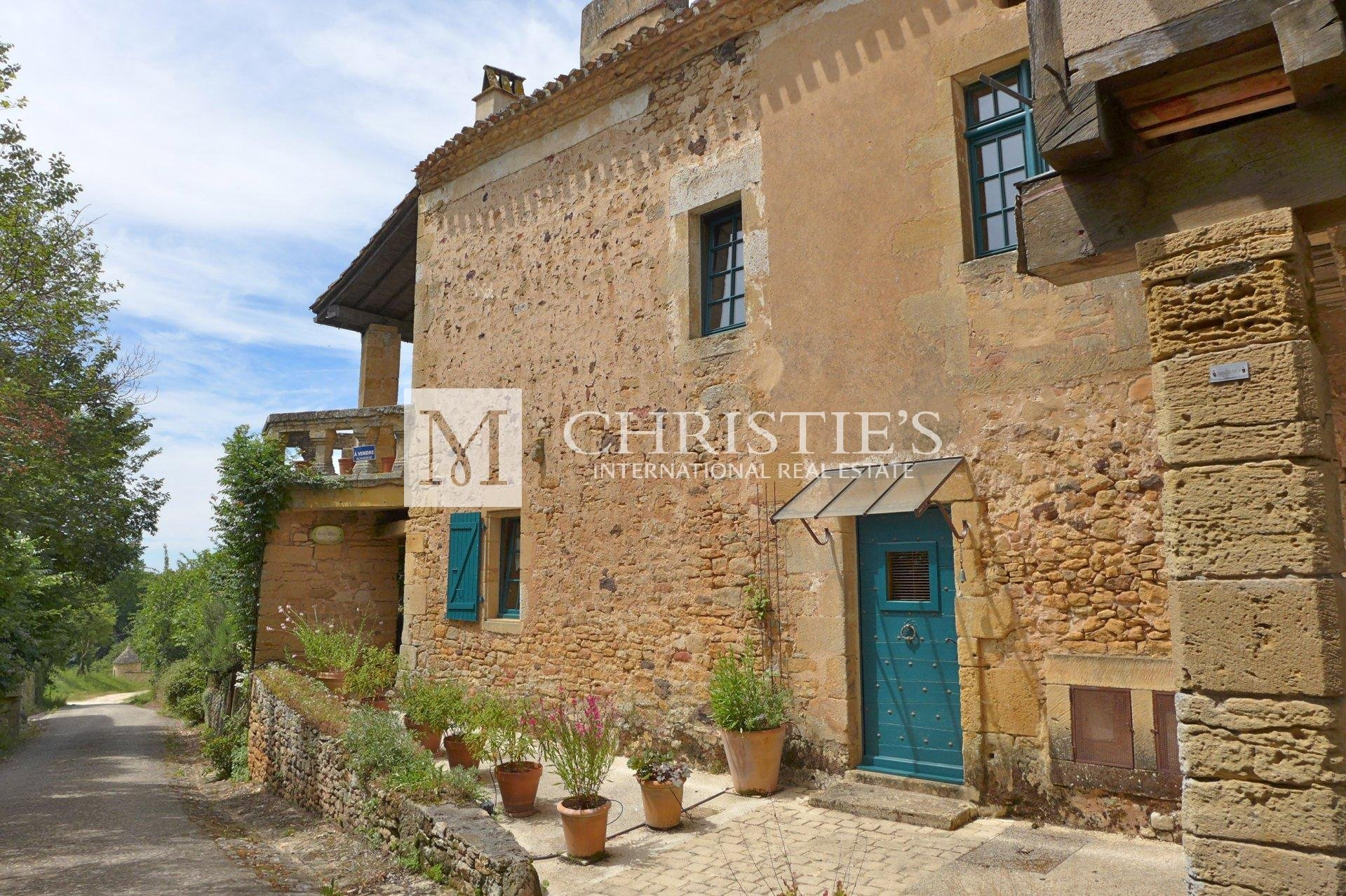 Charming village house at foot of Chateau De Biron