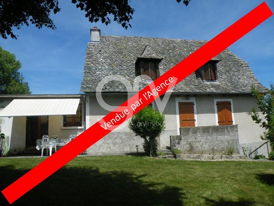 Maison style auvergnat Sud châtaigneraie Cantalienne  avec terrain vue panoramique