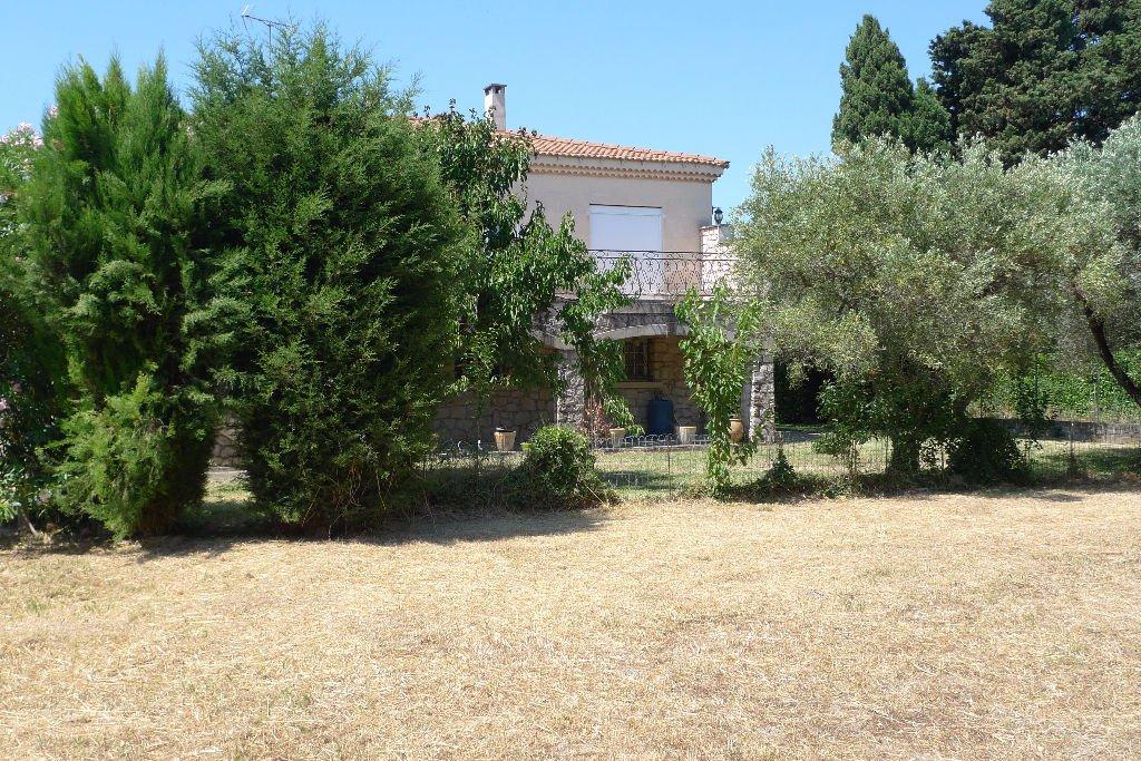 Quartier résidentiel , grande villa sur  jardin arboré et piscinable