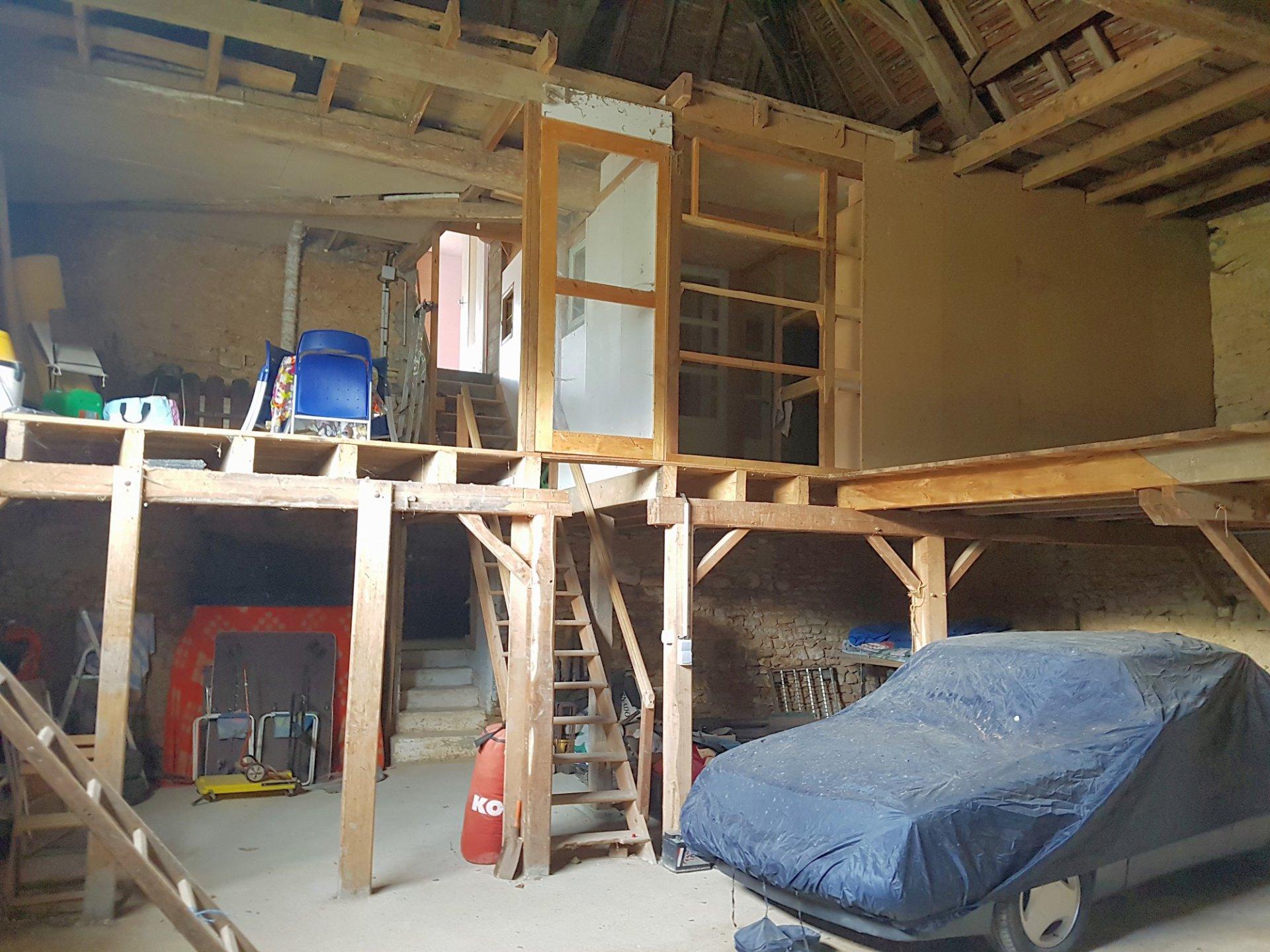 Bij Saint Savin, Vienne (86): huis met om te bouwen schuur