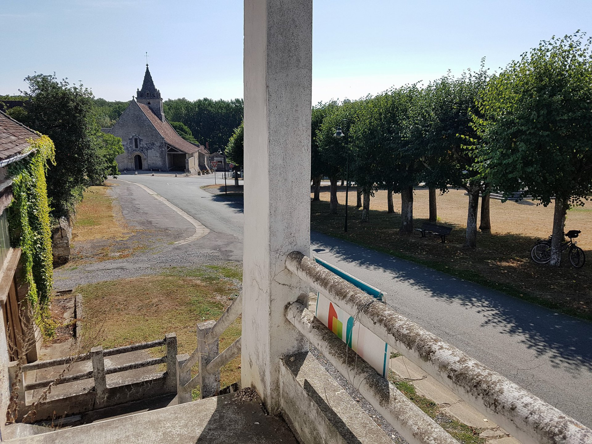 Near Saint Savin, Vienne (86): house with convertible barn