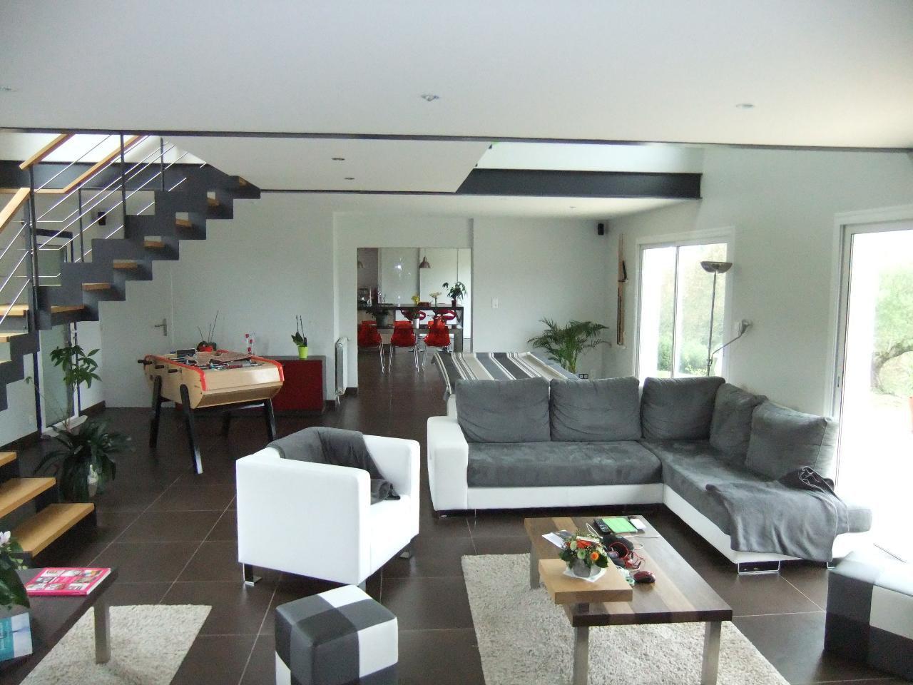 Maison moderne avec piscine,