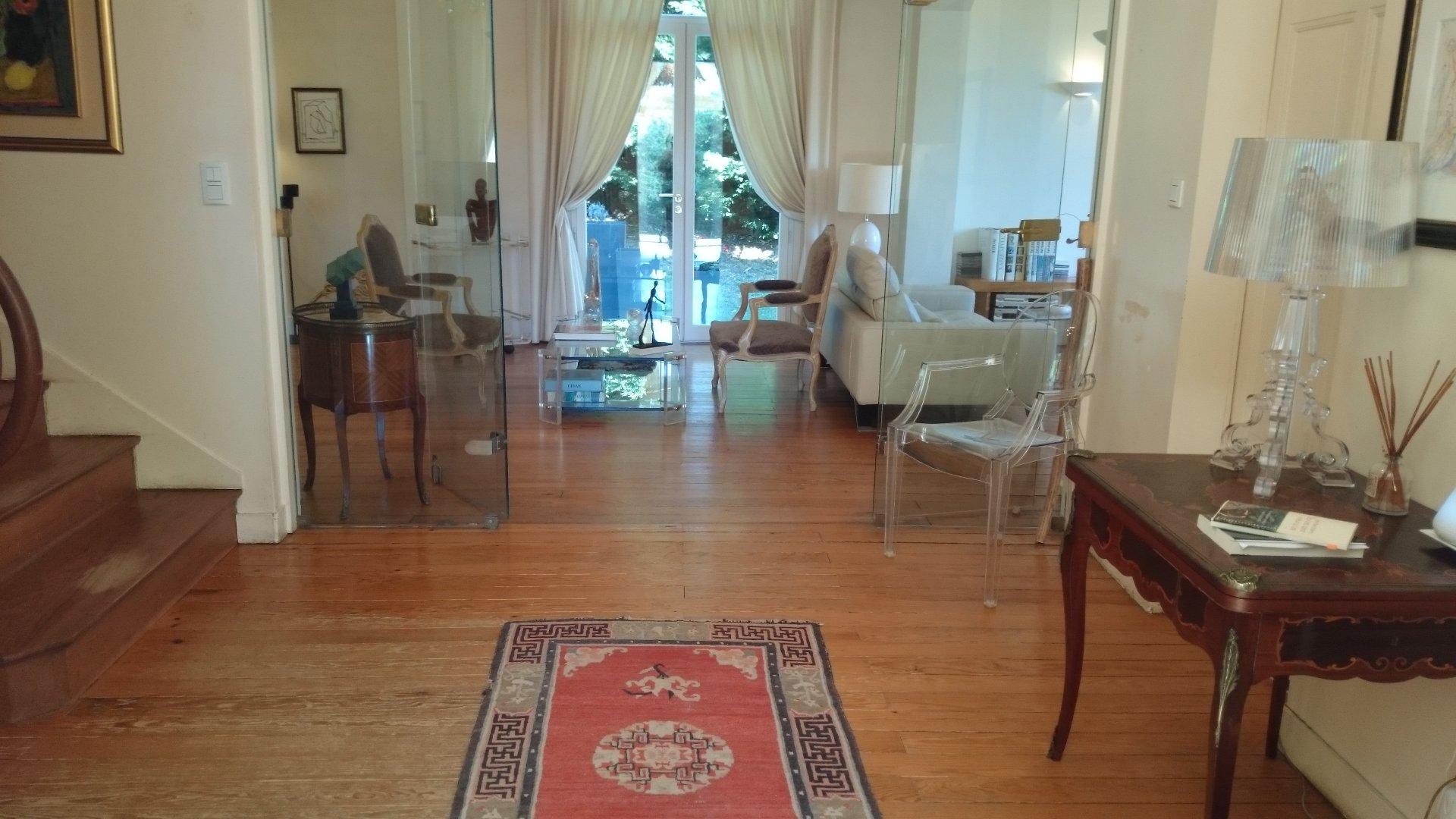 Maison bourgeoise sur parc , Piscine et dépendance