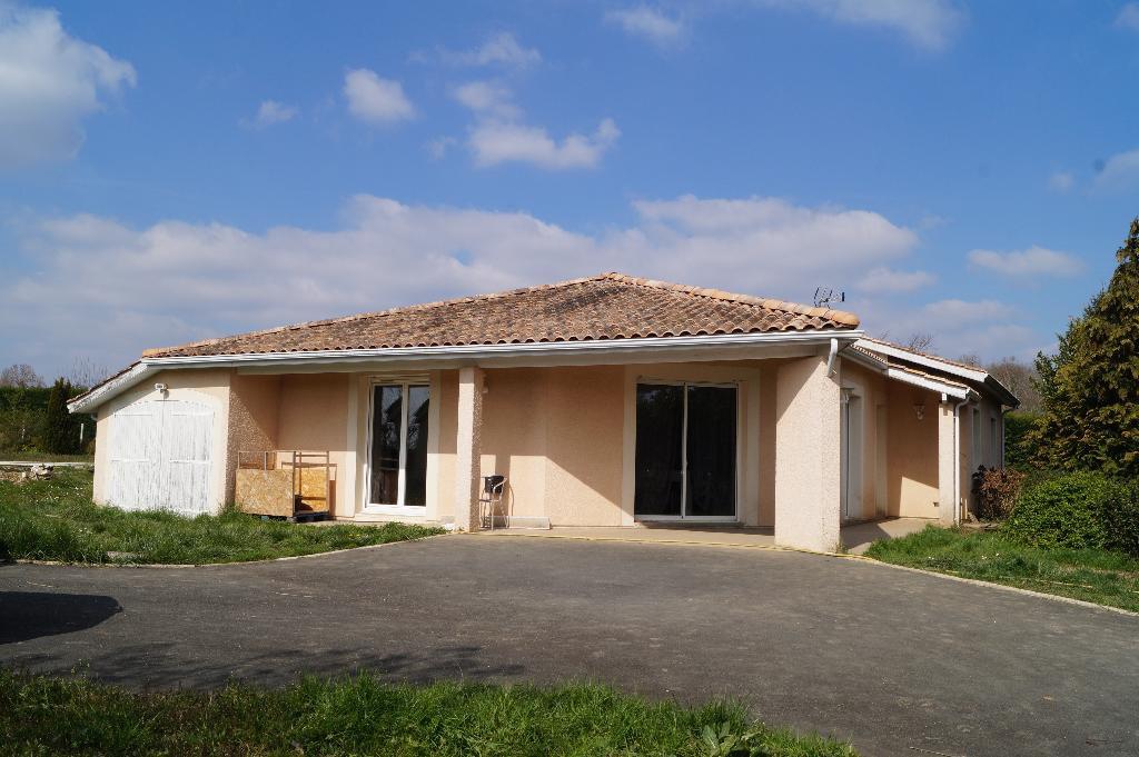Maison de plain pied, piscine et garage