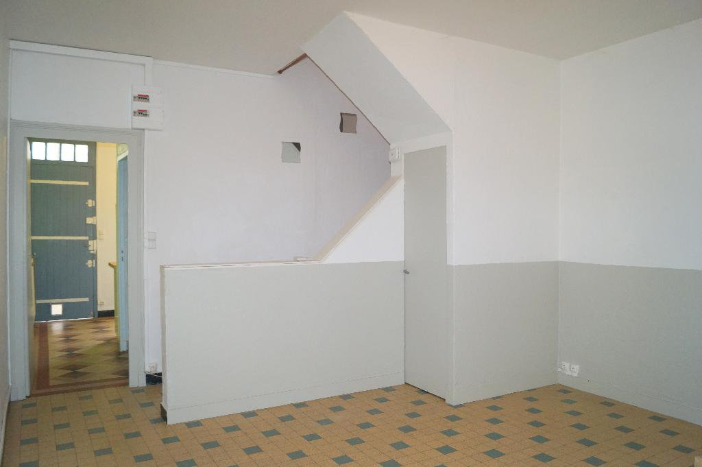 IMMEUBLE, 2 APPARTEMENTS, GARAGES