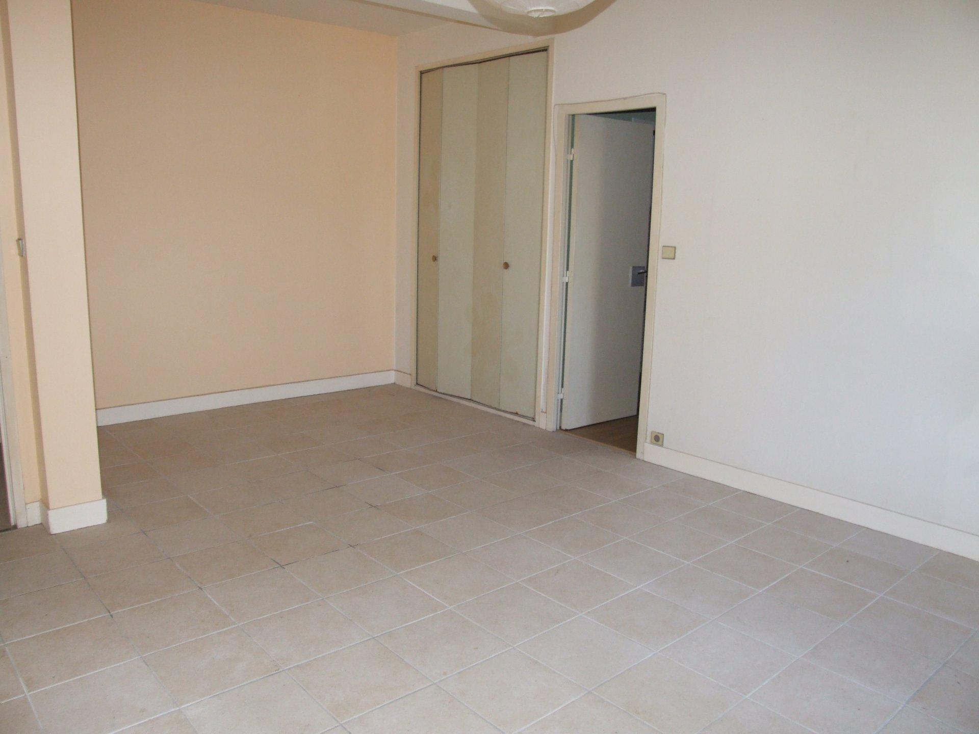 Appartement , cave et parking