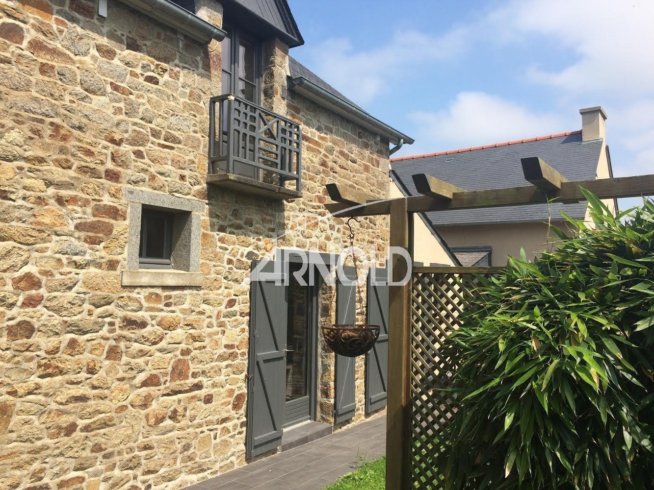 VENDUE PAR L'AGENCE - A 12 kms de Saint-Malo à vendre maison de village en centre bourg 4 chambres